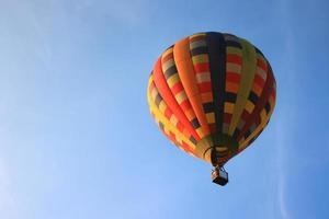 balão com céu azul foto