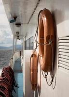 viajando de cruzeiro com equipamento de segurança