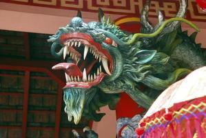 dragão do templo, templo hindu, bali, indonésia foto