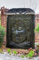 santuário de fonte de água budista foto