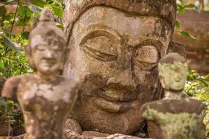 estátuas de Buda de pedra foto