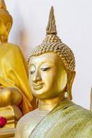 estátua de ouro de Buda foto