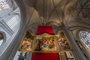 interiores da catedral de notre dame d'anvers, anvers, bélgica