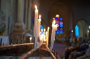 orando na igreja