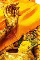 mão da imagem de Buda foto