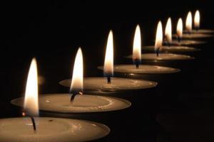 luz de velas em um cru