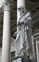 Roma - st. estátua do evangelista john foto
