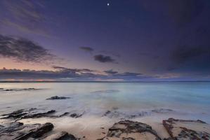 momentos tranquilos ao anoitecer na praia na baía de Jervis