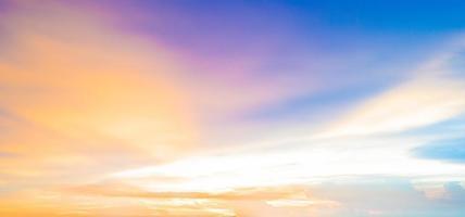 vista do mar antes do pôr do sol @ krabi foto