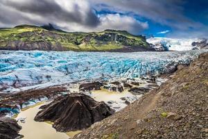 deslumbrante geleira vatnajokull e montanhas na Islândia