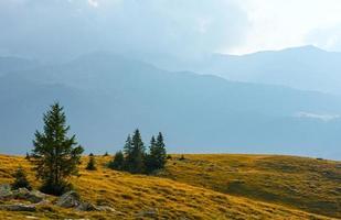 estrada transalpina de verão (cárpatos, romênia).