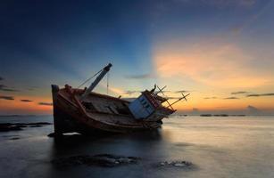 o barco em decomposição