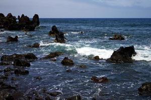 rocha espanha céu luz praia água em lanzarote espuma paisagística