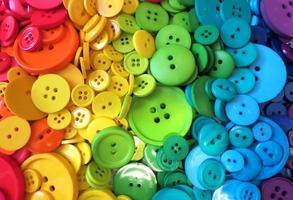botões de costura arco-íris