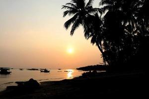 manhã na praia de Tanjung Lesung