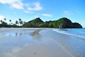 a praia no sul da Tailândia
