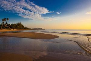 mar ao nascer do sol