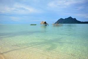 vila flutuante, ilha maiga, sabah bornéu, malásia