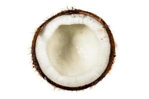 vista superior de meio coco isolado no branco foto