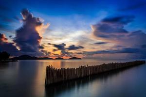 longa exposição do nascer do sol em phuket, tailândia