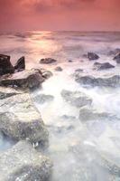 ondas e rochas de longa exposição.