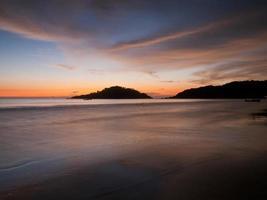 lindo pôr do sol na praia de palolem, goa, índia