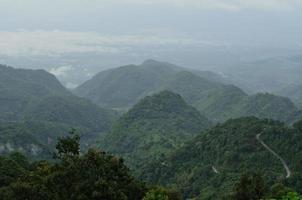 montanha no nevoeiro, chiang mai, tailândia