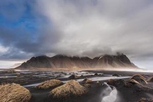 montanha vesturhorn e dunas de areia preta, islândia