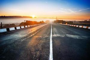 ao longo da estrada