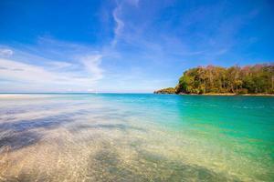 praia e mar tropical