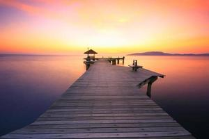 caminho para ver o pôr do sol na praia