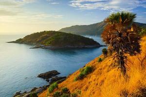 cabo phromthep ao pôr do sol em phuket, tailândia