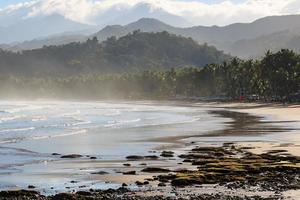 praia de Palawan, junto ao rio Underorund, Filipinas foto