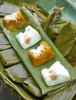 sobremesa tailandesa de coco e banana
