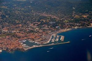vista aérea do mediterrâneo, riviera francesa, costa de azure