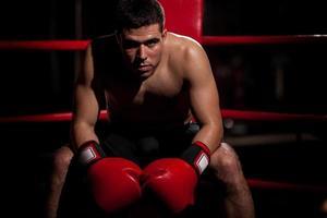 retrato de boxeador em um ringue foto