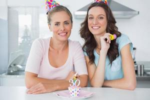 mulheres lindas comemorando aniversário