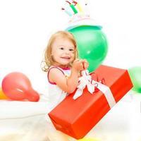 menina comemorando segundo aniversário foto