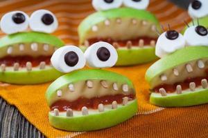 caseiro halloween assustador comida monstros lanche vegetariano natural. festa de celebração