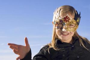 loiras mädchen mit venezianischer maske foto