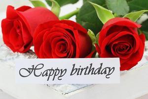 cartão de feliz aniversário com rosas vermelhas
