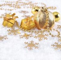 decorações de natal douradas foto