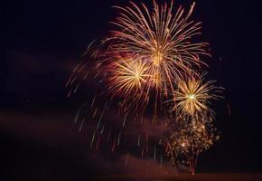 fogos de artifício coloridos bastille dia 14 de julho, frança