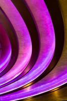 fundo vertical abstrato - linhas roxas escuras