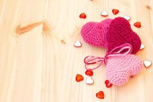 corações tricotados fofos