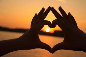 mão em forma de coração
