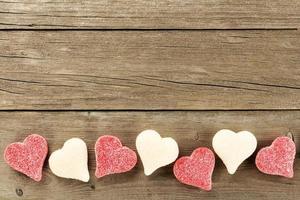 Dia dos Namorados borda doce em fundo de madeira foto