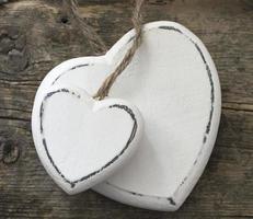 corações de madeira branca