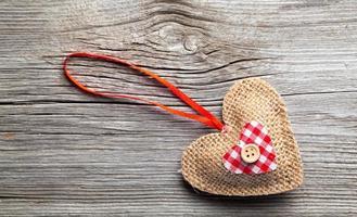 decoração em forma de coração feita de madeira foto