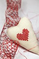 coração bordado e fita foto